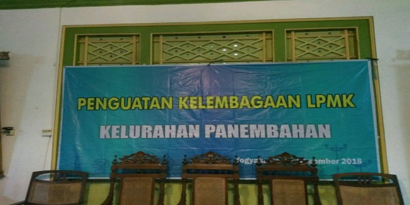 PENGUKUHAN PENGURUS KAMPUNG KELURAHAN PANEMBAHAN PERIODE 2018 - 2023