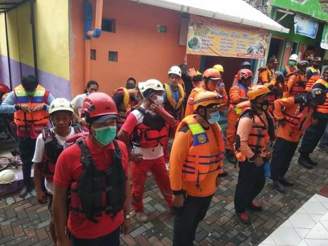 Relawan KPSY Membantu Pencarian Orang Korban Laka Air Dam Mrican Sungai Gajah Wong